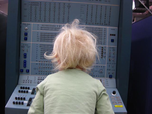 Chaval frente al enemigo informático